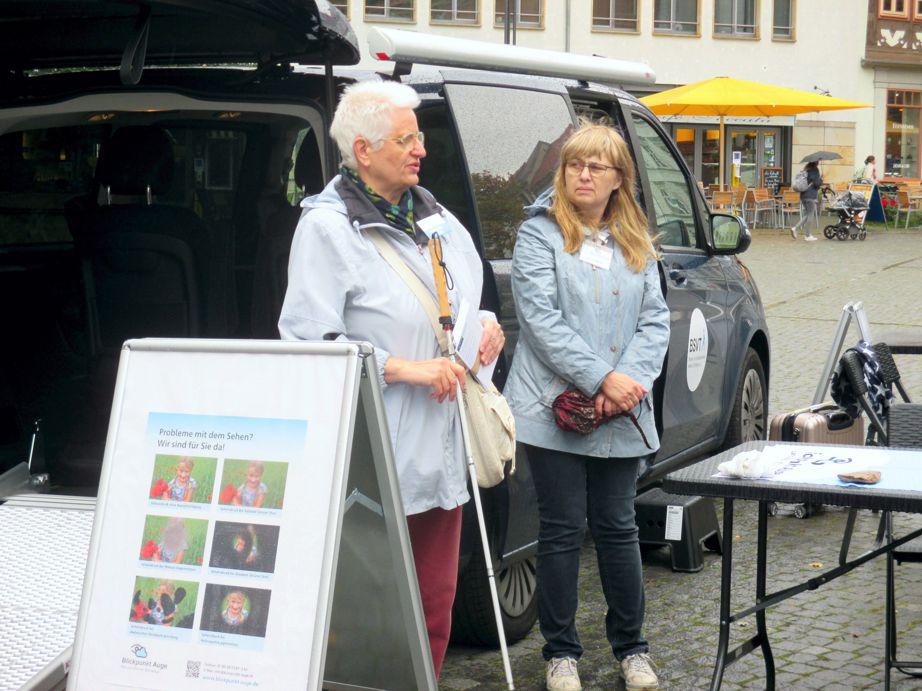 Vorstand der Kreisorganisation Eisenach des BSVT vor dem Beratungsmobil